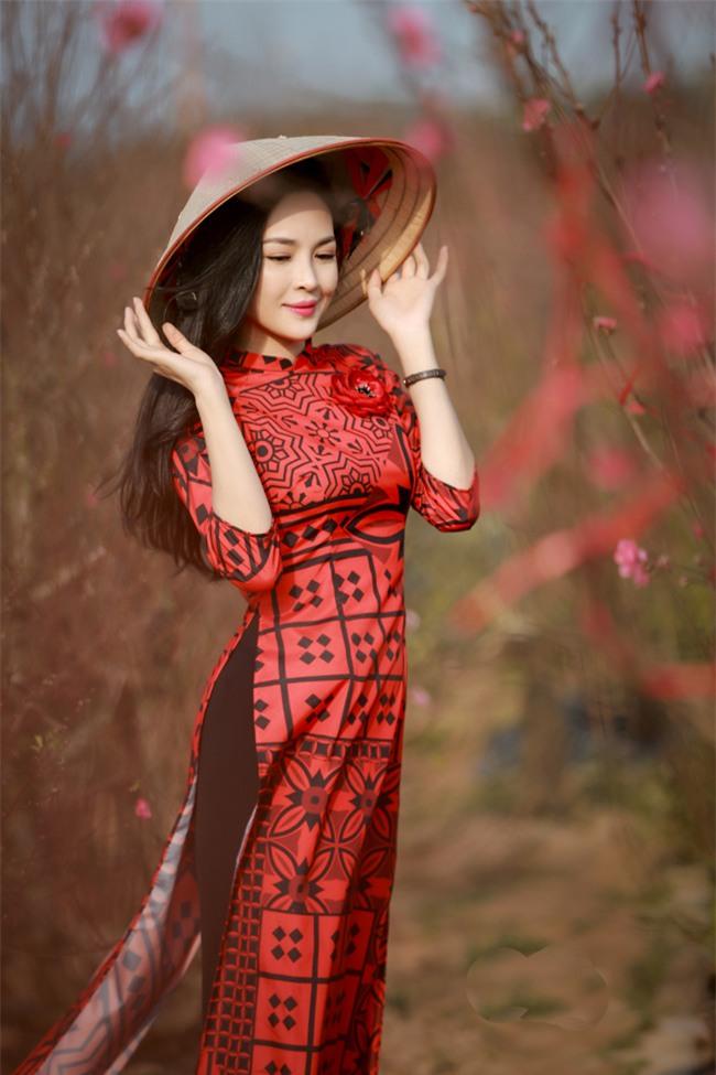 """""""hot girl dao keo"""" nam dinh dep lung lieng voi ao dai xuan hinh anh 2"""