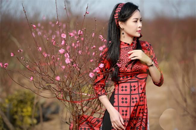 """""""hot girl dao keo"""" nam dinh dep lung lieng voi ao dai xuan hinh anh 4"""