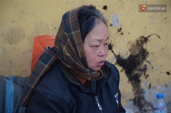 Xót xa phận đời của đôi vợ chồng Hà Nội sống trong căn nhà rác, hơn 20 năm chưa có được cái Tết trọn vẹn - Ảnh 1.