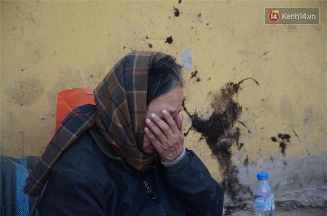 Xót xa phận đời của đôi vợ chồng Hà Nội sống trong căn nhà rác, hơn 20 năm chưa có được cái Tết trọn vẹn - Ảnh 4.