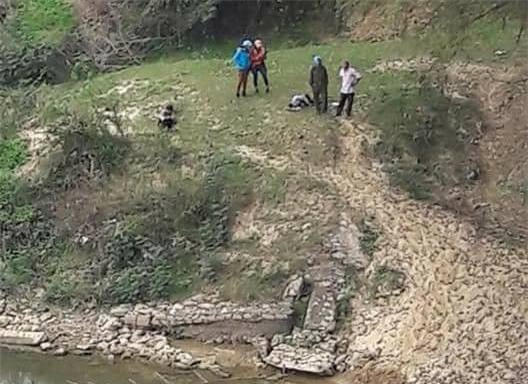 Ôm va li ngồi bần thần trên cầu hồi lâu, người đàn ông bất ngờ nhảy xuống sông tự tử vào ngày mùng 4 Tết - Ảnh 1.