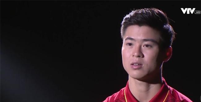 Tự sự ngày trở về của các cầu thủ U23 Việt Nam: Chỉ mong chiếc xe buýt đi mãi như thế!-12