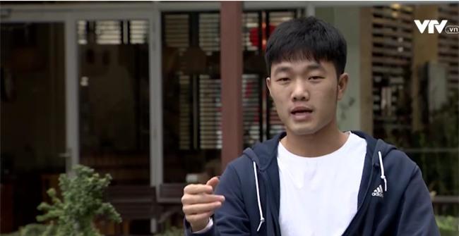 Tự sự ngày trở về của các cầu thủ U23 Việt Nam: Chỉ mong chiếc xe buýt đi mãi như thế!-14