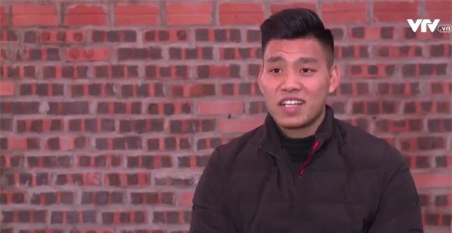Tự sự ngày trở về của các cầu thủ U23 Việt Nam: Chỉ mong chiếc xe buýt đi mãi như thế!-7