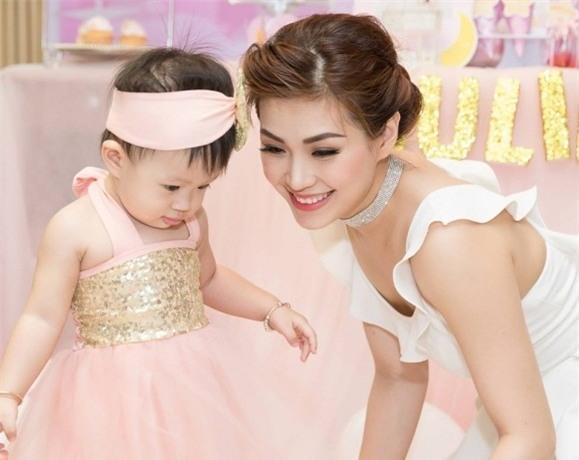 Top 3 Hoa hậu Việt Nam 2014 sau 4 năm: Vì gia đình mà kẻ vượt chông gai, người lặng lẽ sống-11
