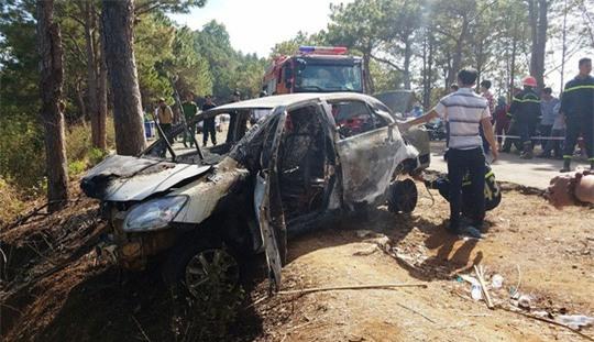 Nghi vấn cha châm lửa đốt xe tự tử cùng con 5 tuổi - Ảnh 2.