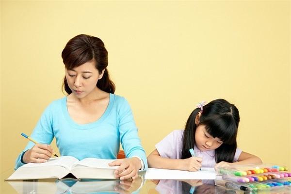Đặc điểm của những bà mẹ có khả năng dạy con xuất sắc - Ảnh 1.