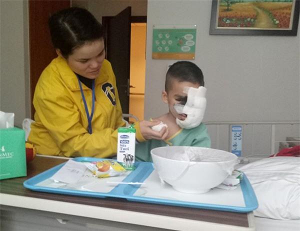 Cái Tết trọn vẹn đầu tiên của cậu bé 6 tuổi có khuôn mặt tựa người rừng tại Yên Bái - Ảnh 6.