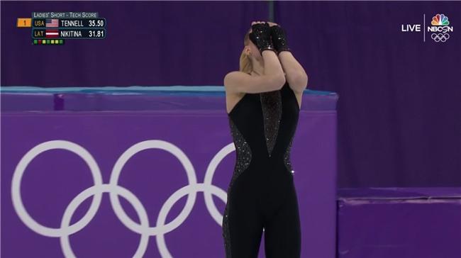 Nữ VĐV trượt băng gây ấn tượng mạnh với trang phục khác biệt, cùng thông điệp mạnh mẽ - Ảnh 2.