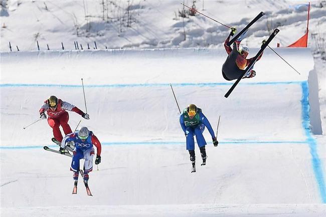 Rơi từ độ cao 30m, vận động viên trượt tuyết vỡ xương chậu ở Olympic mùa đông - Ảnh 2.