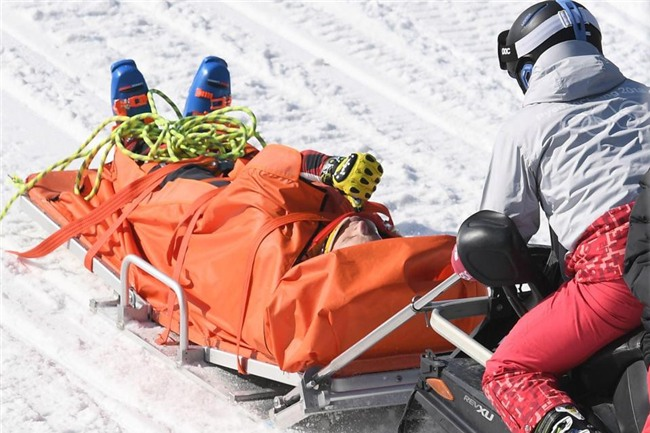 Rơi từ độ cao 30m, vận động viên trượt tuyết vỡ xương chậu ở Olympic mùa đông - Ảnh 3.