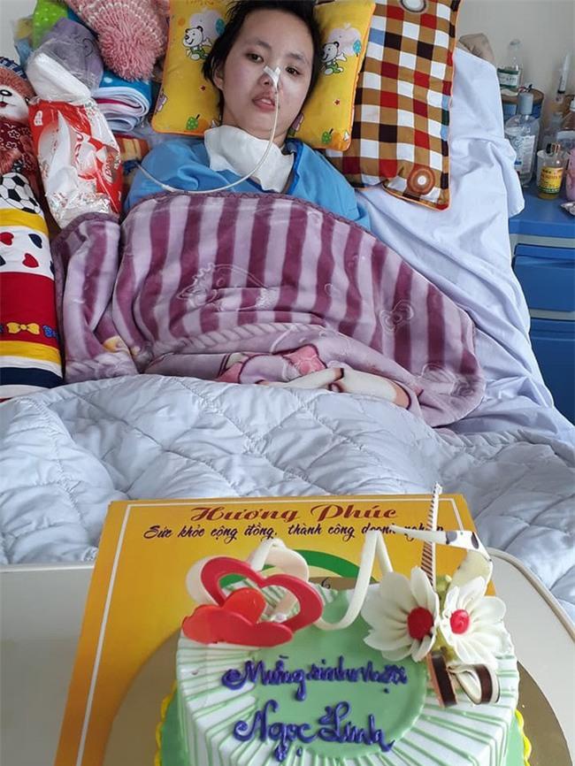 Sinh nhật đặc biệt của cô nữ sinh bị tai nạn giao thông, suốt nửa năm giành giật sự sống trong bệnh viện - Ảnh 1.