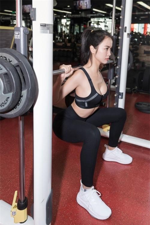 Đối với cô, gym không chỉ giúp người đẹp giữ gìn vóc dáng mà còn đem lại nhiều sức khoẻ. - Tin sao Viet - Tin tuc sao Viet - Scandal sao Viet - Tin tuc cua Sao - Tin cua Sao