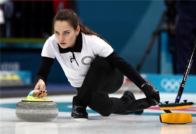 VĐV Nga bị kiểm tra doping vì... vợ quá đẹp? - Ảnh 4.