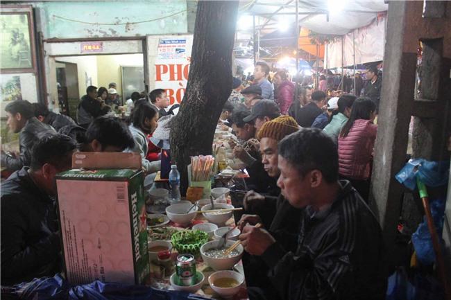 """hang nghin nguoi dan doi mua di """"sam"""" do o cho vieng cau may - 14"""