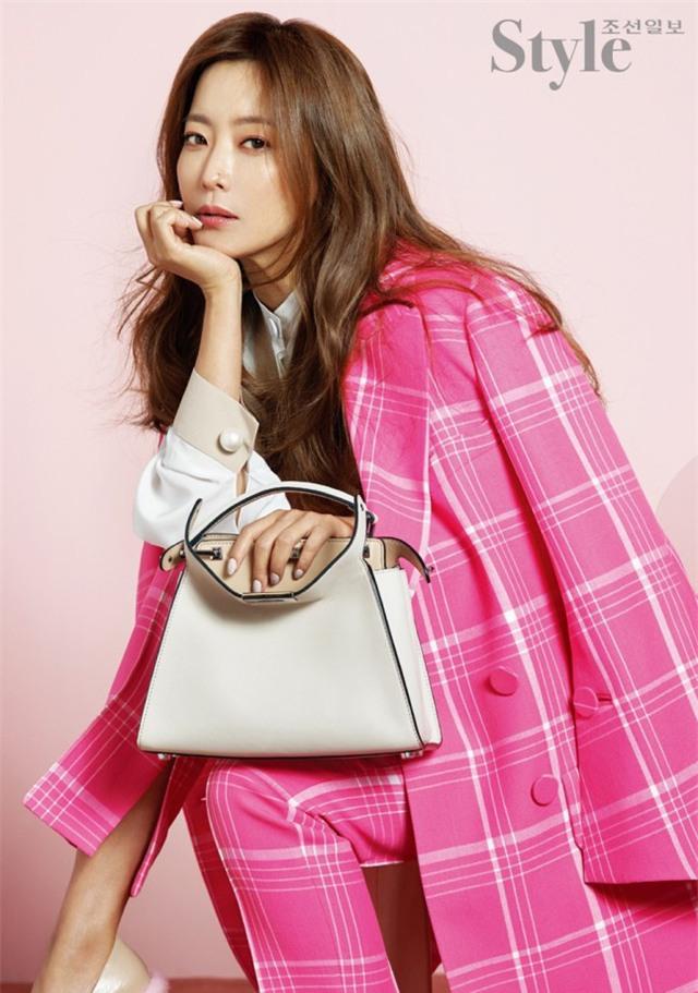 Kim Hee Sun cho hay, cô đóng phim không phải vì tiền mà là vì đam mê nghệ thuật của bản thân và muốn đáp lại tình cảm của fan.
