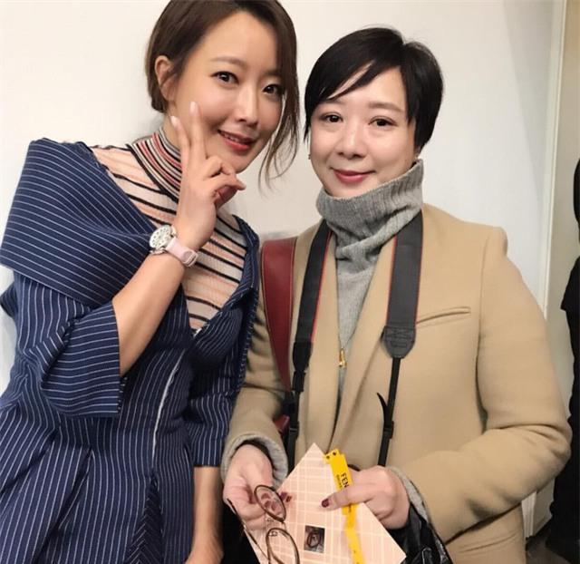 Kim Hee Sun ngày càng trẻ đẹp và cuốn hút nhờ chế độ tập luyện, ăn uống và chăm sóc da nghiêm ngặt.