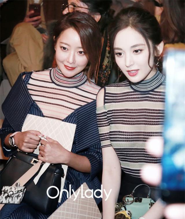 Người đẹp xứ Hàn Kim Hee Sun (trái) luôn nổi bật trong mọi sự kiện.