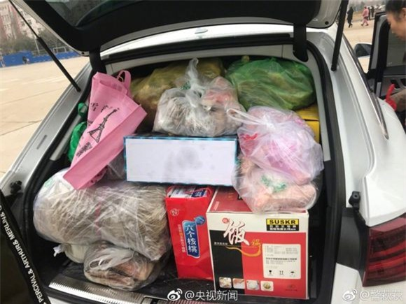Trở về thành phố sau Tết, những người con xa quê còn mang theo những món ăn nặng trĩu tình yêu của cha mẹ - Ảnh 6.