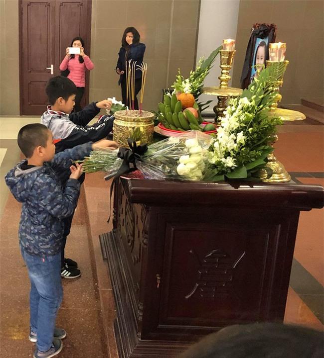 Xúc động lễ tiễn biệt bé gái 7 tuổi hiến giác mạc sau khi qua đời - Ảnh 3.