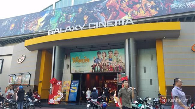 TP. HCM: Nam thanh niên dùng điện thoại quay lén trong nhà vệ sinh nữ ở rạp phim Galaxy Nguyễn Du - Ảnh 2.