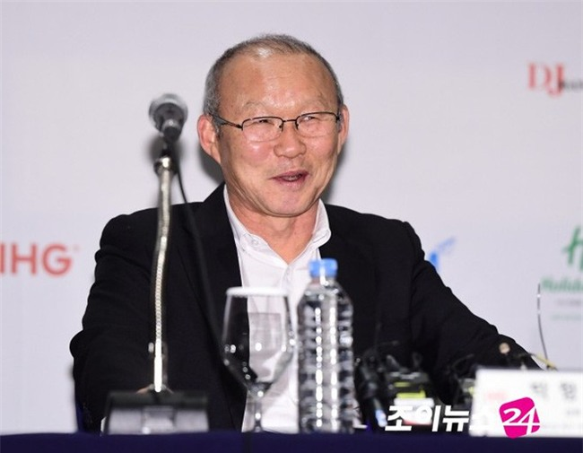 HLV Park Hang Seo được ví như ngôi sao Hallyu, mở đường cho HLV Hàn sang Việt Nam - Ảnh 1.