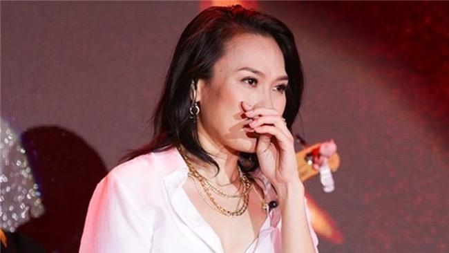 Những khoảnh khắc sao Việt không giấu được cảm xúc, bật khóc khi hát trên sân khấu-2