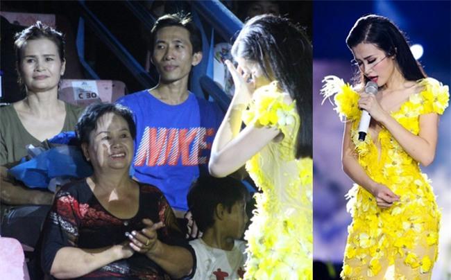 Những khoảnh khắc sao Việt không giấu được cảm xúc, bật khóc khi hát trên sân khấu-3