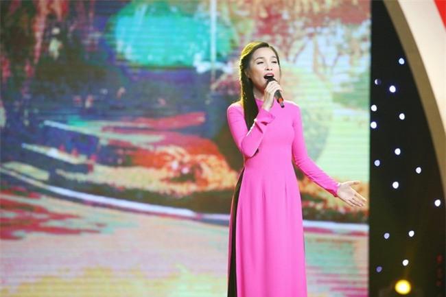 Những khoảnh khắc sao Việt không giấu được cảm xúc, bật khóc khi hát trên sân khấu-6