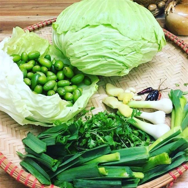Nhót xanh cuộn bắp cải chấm chẩm chéo - món ăn tưởng không ngon mà ngon không tưởng, chị em Hà Nội order mỏi tay - Ảnh 4.