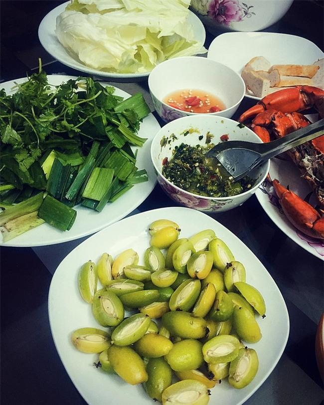 Nhót xanh cuộn bắp cải chấm chẩm chéo - món ăn tưởng không ngon mà ngon không tưởng, chị em Hà Nội order mỏi tay - Ảnh 7.