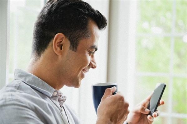 Khi tôi trách chồng chuyện anh nhắn tin với người yêu cũ, phản ứng của anh khiến tôi choáng váng - Ảnh 1.