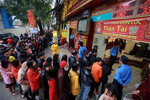 gia vang hom nay 25/2: ngay via than tai gia vang ban ra can moc 37,60 trieu dong/luong - 1