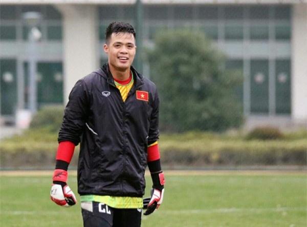 Ca sĩ Tuấn Hưng và diễn Việt Anh quyên góp được hơn 100 triệu ủng hộ thủ môn U23 Việt Nam có mẹ ung thư - Ảnh 1.