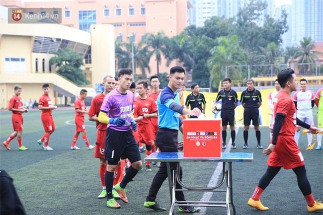 Ca sĩ Tuấn Hưng và diễn Việt Anh quyên góp được hơn 100 triệu ủng hộ thủ môn U23 Việt Nam có mẹ ung thư - Ảnh 11.