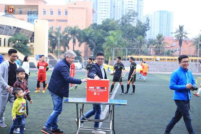 Ca sĩ Tuấn Hưng và diễn Việt Anh quyên góp được hơn 100 triệu ủng hộ thủ môn U23 Việt Nam có mẹ ung thư - Ảnh 12.