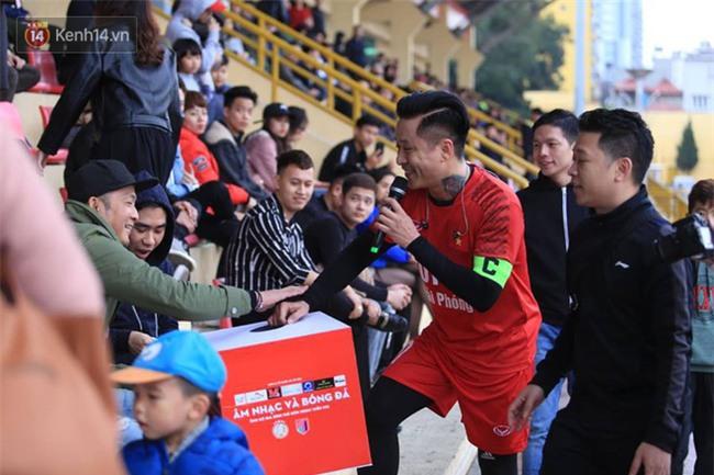 Ca sĩ Tuấn Hưng và diễn Việt Anh quyên góp được hơn 100 triệu ủng hộ thủ môn U23 Việt Nam có mẹ ung thư - Ảnh 15.