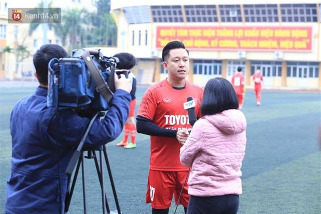 Ca sĩ Tuấn Hưng và diễn Việt Anh quyên góp được hơn 100 triệu ủng hộ thủ môn U23 Việt Nam có mẹ ung thư - Ảnh 2.