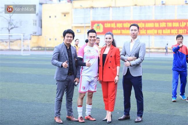 Ca sĩ Tuấn Hưng và diễn Việt Anh quyên góp được hơn 100 triệu ủng hộ thủ môn U23 Việt Nam có mẹ ung thư - Ảnh 3.
