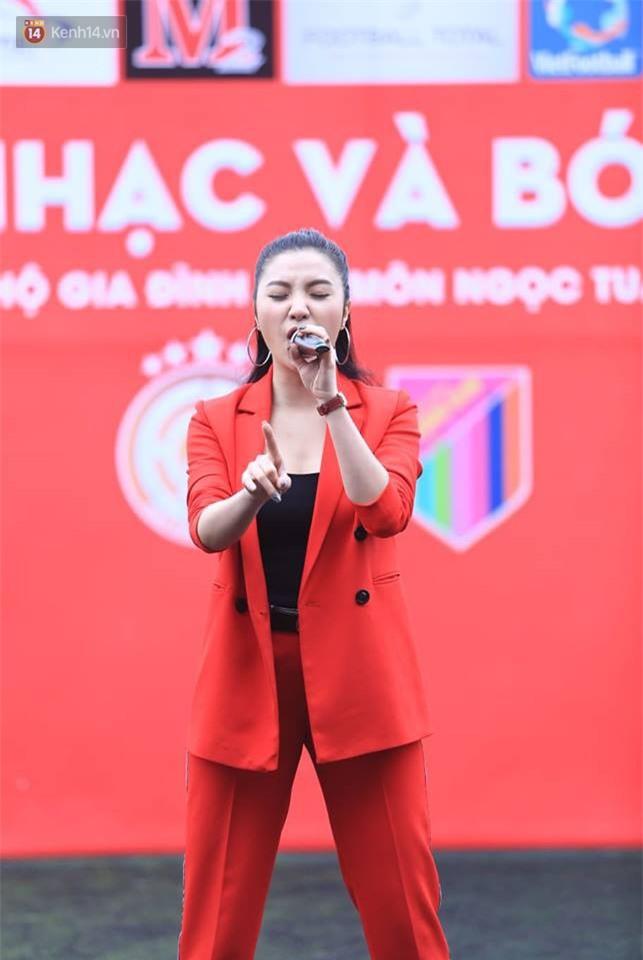 Ca sĩ Tuấn Hưng và diễn Việt Anh quyên góp được hơn 100 triệu ủng hộ thủ môn U23 Việt Nam có mẹ ung thư - Ảnh 7.