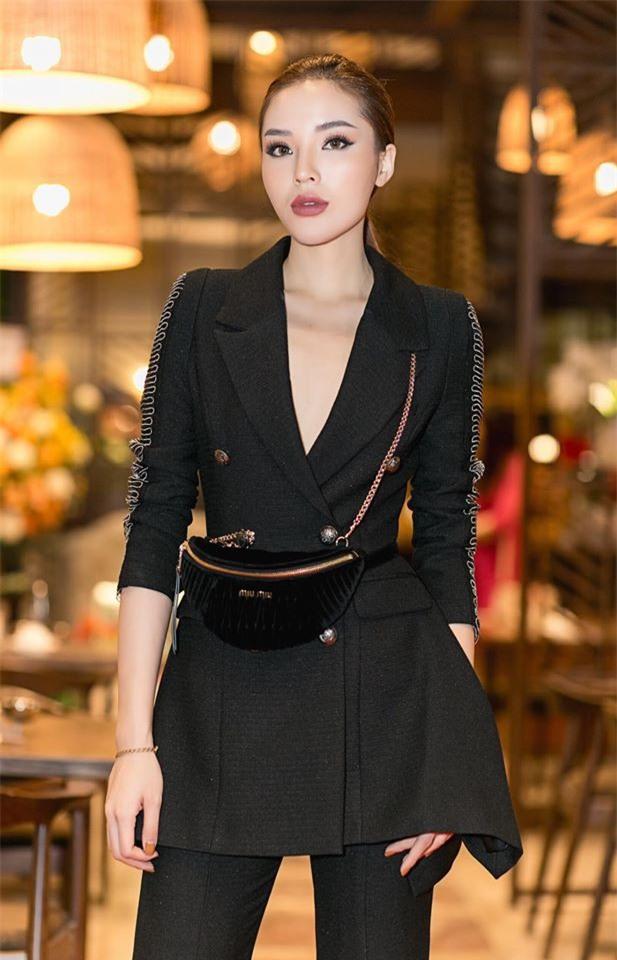 Hành trình từ hoa hậu bị chê bai, chỉ trích tới biểu tượng thời trang của Kỳ Duyên - Ảnh 4.