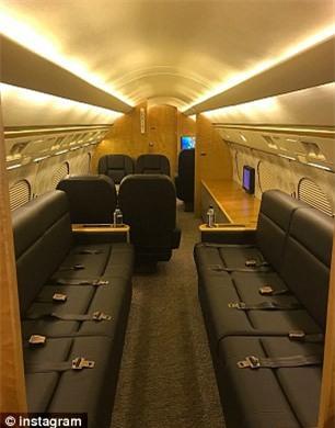 Sinh nhật tuổi 41, Floyd Mayweather tự tặng cho mình một chiếc... máy bay - Ảnh 4.