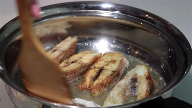 Bởi vì bạn còn mắc những lỗi sau nên món cá bạn nấu mãi vẫn chưa thơm ngon - Ảnh 2.