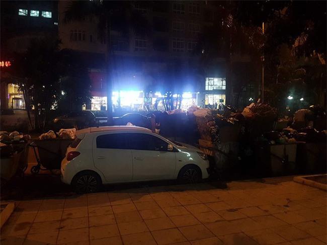 Đỗ xe bên đường, khi quay lại tài xế nhận món quà khiến anh không thể cười nổi - Ảnh 2.