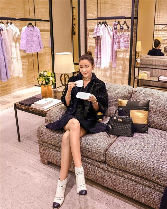 Choáng ngợp với phòng để đồ rộng bằng căn hộ với bảo mật vân tay, chứa 200 túi Hermes, 300 đôi giày và cả núi đồ hiệu xa xỉ của bà hoàng thời trang Singapore - Ảnh 1.