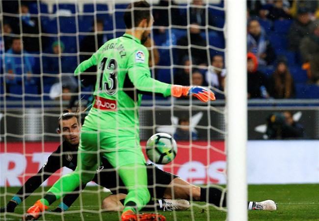 Thua trang Espanyol, Real dut mach 5 tran toan thang hinh anh 4
