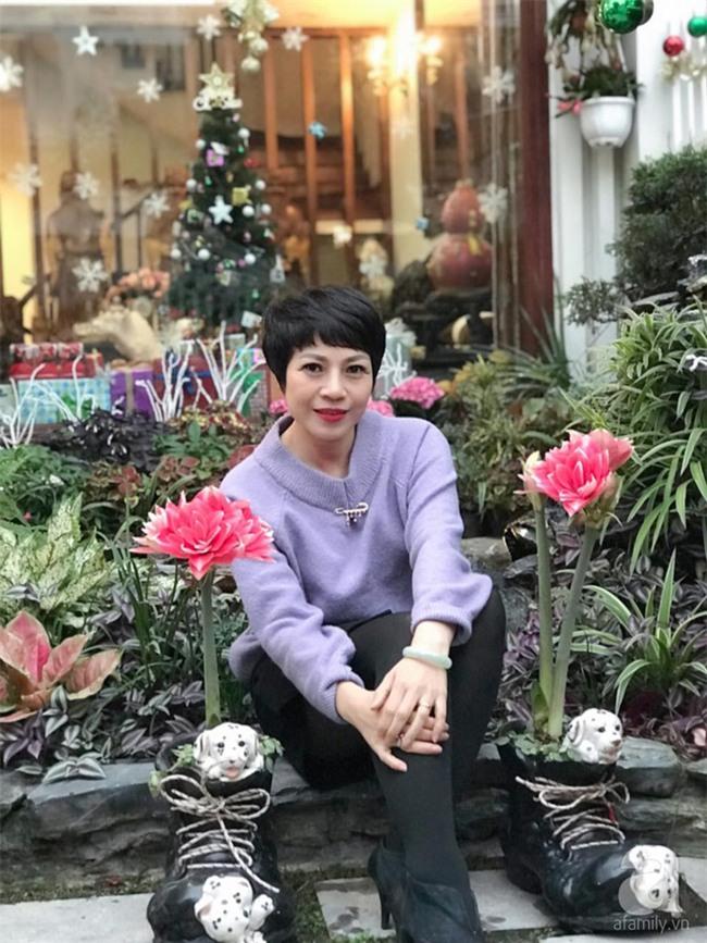 Khu vườn có đến hơn 300 gốc hoa Lan huệ đẹp như chốn thiên đường của người phụ nữ Hà Thành - Ảnh 1.