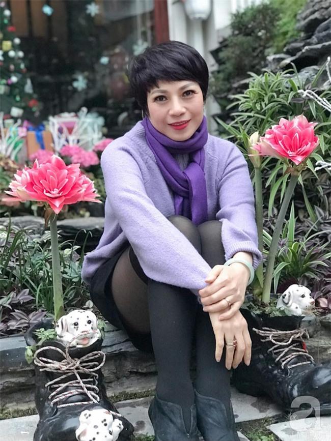 Khu vườn có đến hơn 300 gốc hoa Lan huệ đẹp như chốn thiên đường của người phụ nữ Hà Thành - Ảnh 2.