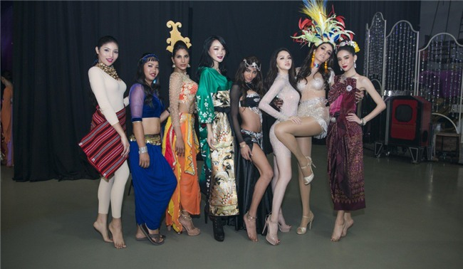 Clip: Khán giả Thái Lan phấn khích trước phần trình diễn cực bốc lửa của Hương Giang trong vòng thi tài năng - Ảnh 6.