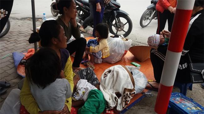 Lặng lòng chứng kiến cảnh người mẹ trẻ 8 đứa con nheo nhóc ra về Hà Nội kiếm sống - Ảnh 7.